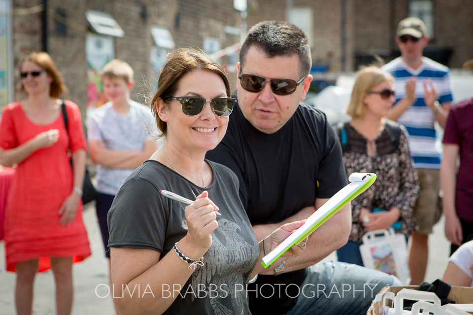 the phodographer judging at bishy road street party 2017 and bishy barkers dog show